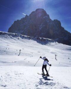 persona-practicando-esquí